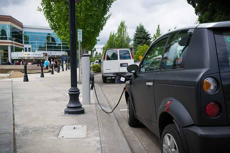 China rapidly expands electric vehicle charging network nationwide